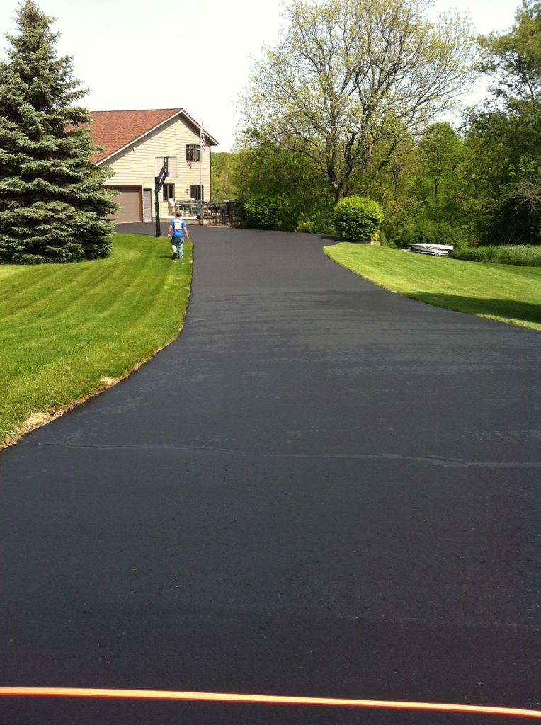 7 Reasons to Consider Asphalt for Your Driveway