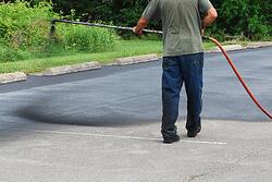 sealcoating-asphalt-driveweay