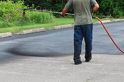 sealcoating-asphalt-driveweay