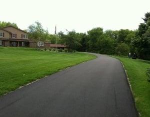 finished-asphalt-driveway